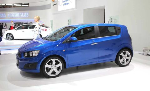 Tire, Wheel, Motor vehicle, Automotive design, Blue, Land vehicle, Vehicle, Car, Automotive wheel system, Automotive mirror,