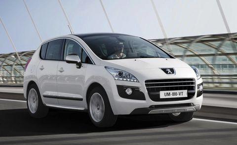 Motor vehicle, Tire, Wheel, Automotive mirror, Mode of transport, Automotive design, Daytime, Product, Transport, Vehicle,