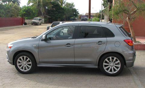 Tire, Wheel, Land vehicle, Vehicle, Automotive mirror, Rim, Automotive tire, Alloy wheel, Car, Glass,