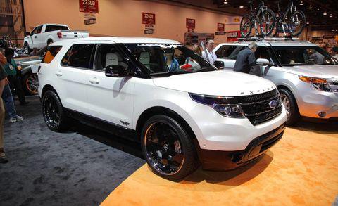 Tire, Wheel, Land vehicle, Vehicle, Automotive design, Car, Automotive parking light, Automotive tire, Automotive exterior, Fender,