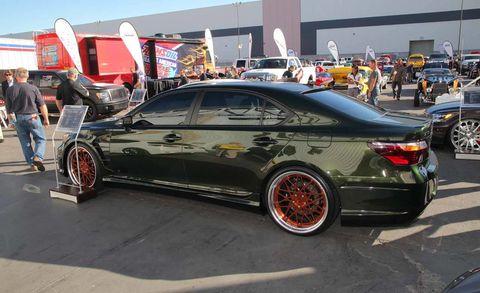 Tire, Wheel, Automotive design, Vehicle, Land vehicle, Automotive tire, Alloy wheel, Rim, Automotive wheel system, Car,