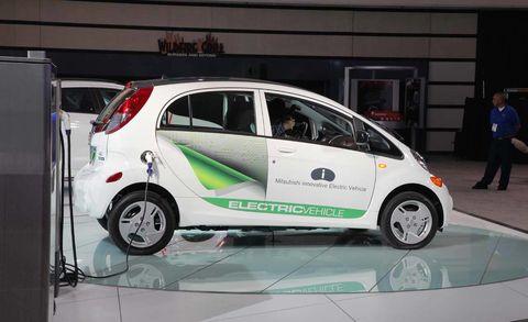 Motor vehicle, Wheel, Tire, Automotive design, Mode of transport, Vehicle, Automotive wheel system, Vehicle door, Car, Alloy wheel,