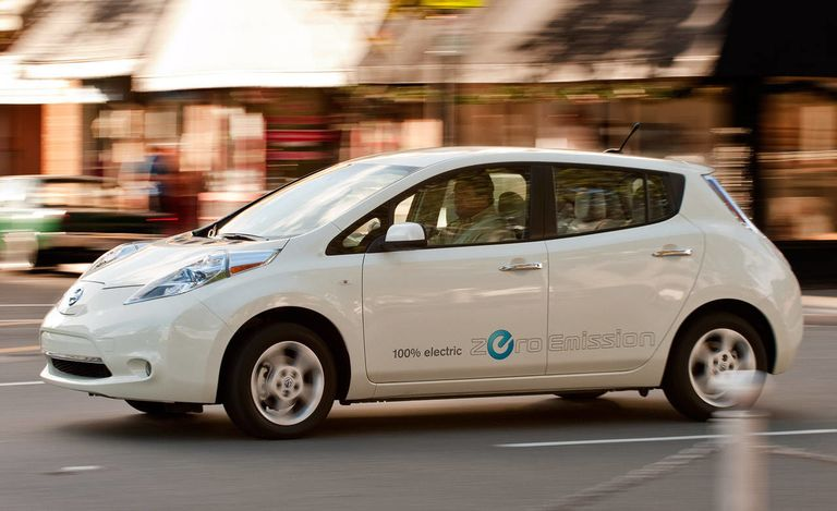 2011 nissan leaf road test review first affordable zero emissions car tested. Black Bedroom Furniture Sets. Home Design Ideas
