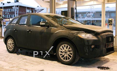 Tire, Motor vehicle, Wheel, Mode of transport, Automotive tire, Automotive design, Vehicle, Land vehicle, Automotive mirror, Alloy wheel,