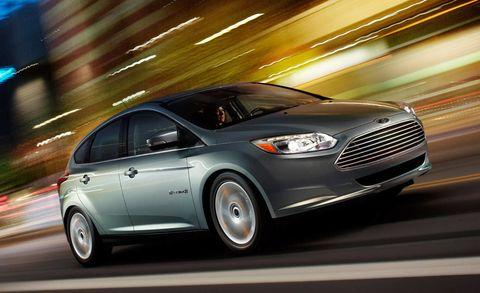Tire, Wheel, Mode of transport, Automotive design, Vehicle, Transport, Car, Full-size car, Automotive tire, Automotive lighting,