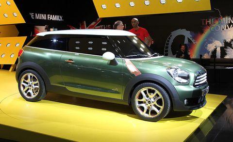 Wheel, Tire, Motor vehicle, Automotive design, Vehicle, Land vehicle, Vehicle door, Car, Alloy wheel, Automotive tire,