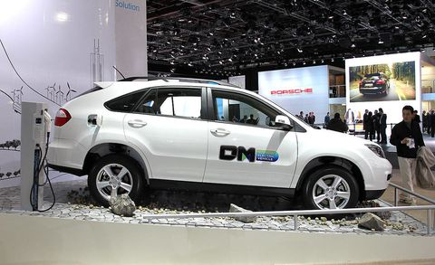 Tire, Wheel, Motor vehicle, Automotive design, Vehicle, Land vehicle, Product, Automotive tire, Car, Alloy wheel,