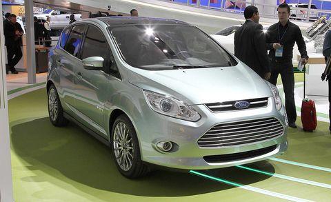 Wheel, Tire, Motor vehicle, Automotive design, Mode of transport, Vehicle, Land vehicle, Grille, Car, Vehicle registration plate,