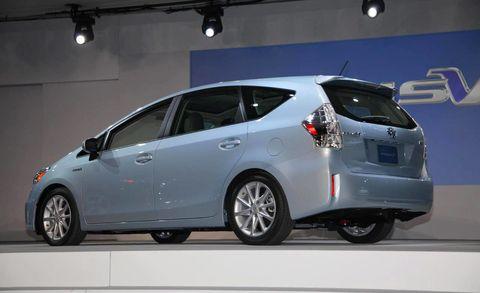 Wheel, Mode of transport, Automotive design, Vehicle, Car, Glass, Automotive tire, Rim, Fender, Automotive mirror,