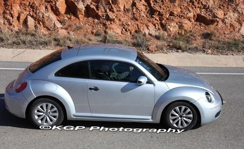 Tire, Motor vehicle, Wheel, Blue, Automotive design, Vehicle, Automotive tire, Alloy wheel, Rim, Car,