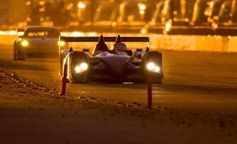 Tire, Automotive design, Mode of transport, Land vehicle, Vehicle, Automotive lighting, Headlamp, Car, Automotive tire, Road surface,
