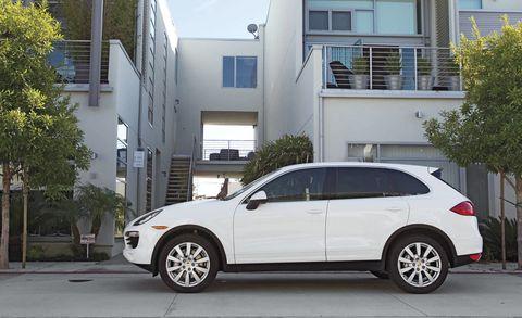 Tire, Wheel, Automotive tire, Vehicle, Window, Land vehicle, Alloy wheel, Rim, Car, Automotive parking light,