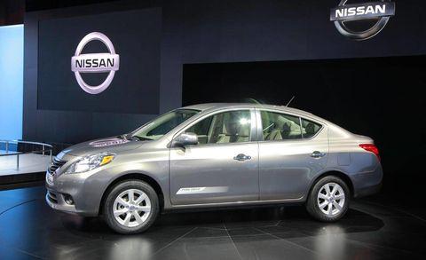 Tire, Motor vehicle, Wheel, Mode of transport, Automotive design, Vehicle, Car, Alloy wheel, Glass, Automotive mirror,