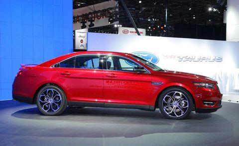 Tire, Wheel, Automotive design, Vehicle, Alloy wheel, Car, Full-size car, Mid-size car, Spoke, Sedan,