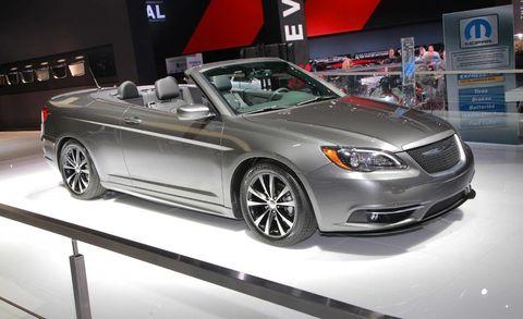 Tire, Wheel, Automotive design, Vehicle, Land vehicle, Automotive lighting, Car, Alloy wheel, Personal luxury car, Glass,