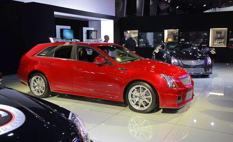 Tire, Wheel, Automotive design, Vehicle, Land vehicle, Alloy wheel, Car, Full-size car, Luxury vehicle, Rim,