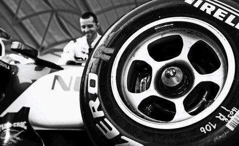 Automotive design, Alloy wheel, Automotive tire, Rim, Automotive wheel system, Spoke, Hubcap, Logo, Auto part, Synthetic rubber,