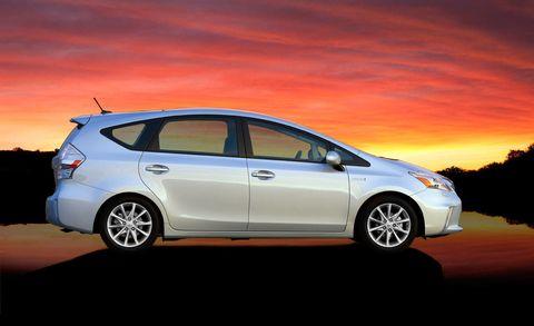 Tire, Wheel, Motor vehicle, Automotive mirror, Mode of transport, Automotive design, Automotive tire, Vehicle, Transport, Automotive wheel system,