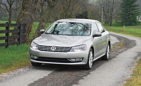 Tire, Wheel, Daytime, Vehicle, Automotive design, Automotive mirror, Land vehicle, Road, Headlamp, Infrastructure,