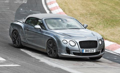 Tire, Automotive design, Vehicle, Automotive tire, Bentley, Rim, Car, Grille, Fender, Personal luxury car,
