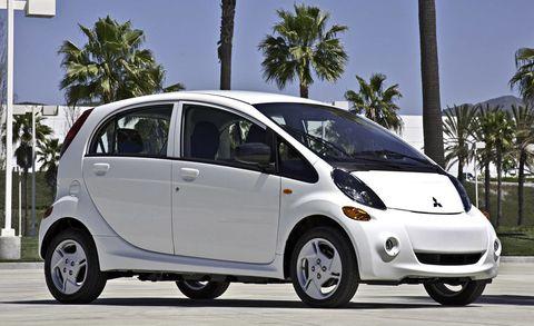 Tire, Motor vehicle, Wheel, Automotive mirror, Mode of transport, Automotive design, Vehicle, Transport, Land vehicle, Automotive tire,