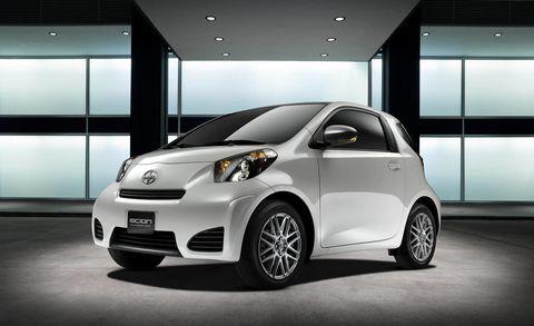 Motor vehicle, Automotive design, Vehicle, Car, Vehicle door, Automotive mirror, Headlamp, Automotive lighting, Automotive wheel system, Automotive exterior,