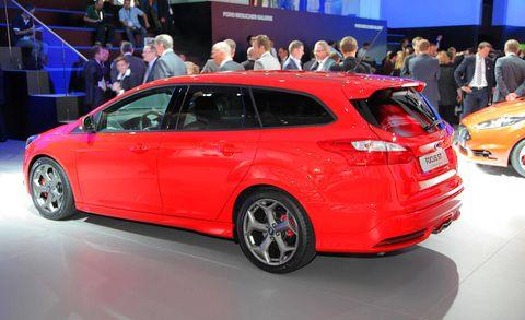 Tire, Wheel, Automotive design, Mode of transport, Vehicle, Land vehicle, Car, Hatchback, Auto show, Automotive wheel system,