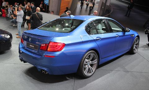 Tire, Wheel, Automotive design, Vehicle, Alloy wheel, Land vehicle, Spoke, Rim, Trunk, Vehicle registration plate,
