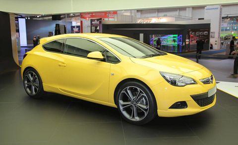 Motor vehicle, Tire, Wheel, Mode of transport, Automotive design, Yellow, Vehicle, Transport, Car, Automotive wheel system,