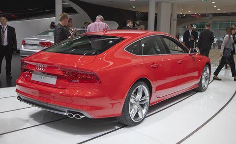 Tire, Wheel, Automotive design, Vehicle, Land vehicle, Vehicle registration plate, Car, Personal luxury car, Alloy wheel, Performance car,