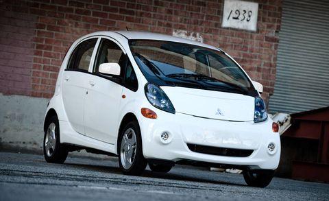 Tire, Motor vehicle, Wheel, Automotive mirror, Mode of transport, Automotive design, Vehicle, Land vehicle, Transport, Vehicle door,