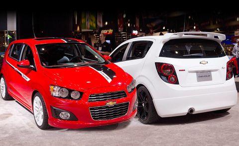 Motor vehicle, Tire, Wheel, Automotive design, Vehicle, Land vehicle, Car, Automotive lighting, Red, Headlamp,