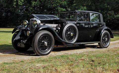 Tire, Wheel, Mode of transport, Automotive design, Vehicle, Photograph, Automotive lighting, Car, Classic, Automotive tire,