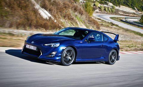 Tire, Wheel, Automotive design, Mode of transport, Blue, Vehicle, Land vehicle, Automotive lighting, Rim, Road,
