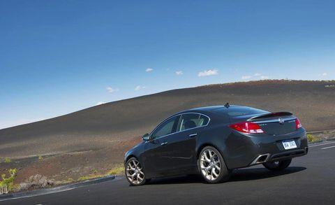 Tire, Wheel, Automotive design, Mode of transport, Vehicle, Land vehicle, Alloy wheel, Rim, Car, Full-size car,