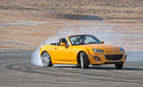Tire, Wheel, Automotive design, Vehicle, Land vehicle, Hood, Car, Performance car, Automotive parking light, Automotive tire,