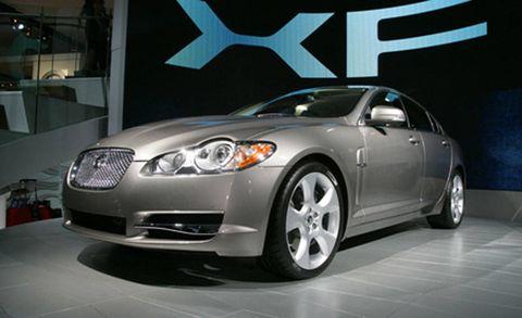 Motor vehicle, Tire, Automotive design, Automotive mirror, Vehicle, Automotive lighting, Land vehicle, Headlamp, Glass, Car,