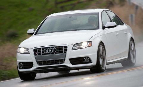 Tire, Wheel, Motor vehicle, Automotive design, Daytime, Vehicle, Transport, Land vehicle, Grille, Car,