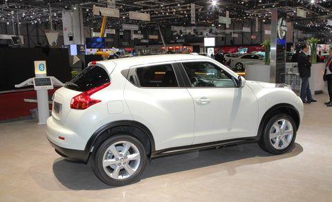 Motor vehicle, Tire, Automotive design, Vehicle, Land vehicle, Automotive tire, Car, Automotive wheel system, Rim, Technology,