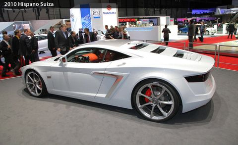 Clothing, Tire, Wheel, Automotive design, Mode of transport, Vehicle, Land vehicle, Event, Car, Rim,