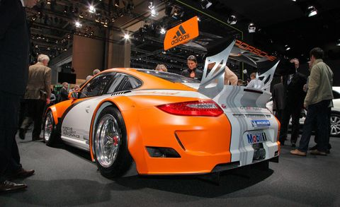 Tire, Wheel, Automotive design, Vehicle, Land vehicle, Performance car, Car, Automotive lighting, Personal luxury car, Fender,