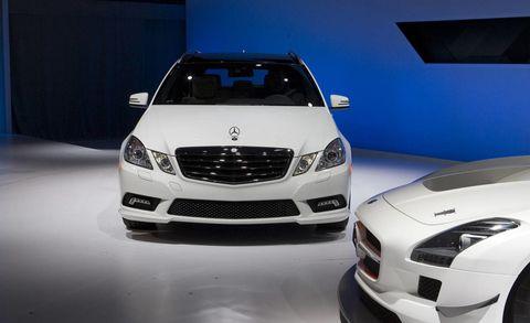 Motor vehicle, Automotive design, Mode of transport, Vehicle, Automotive lighting, Automotive exterior, Land vehicle, Headlamp, Hood, Grille,