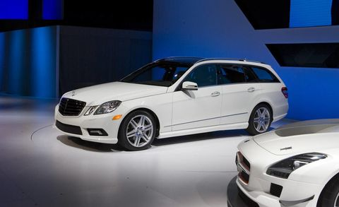 Tire, Wheel, Automotive design, Vehicle, Land vehicle, Car, Automotive lighting, Rim, Automotive exterior, Alloy wheel,