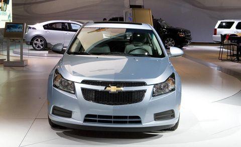 Motor vehicle, Automotive design, Vehicle, Event, Land vehicle, Car, Transport, Automotive mirror, Automotive lighting, Grille,