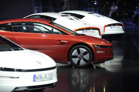 Tire, Mode of transport, Automotive design, Vehicle, Land vehicle, Transport, Car, Grille, Automotive exterior, Mid-size car,