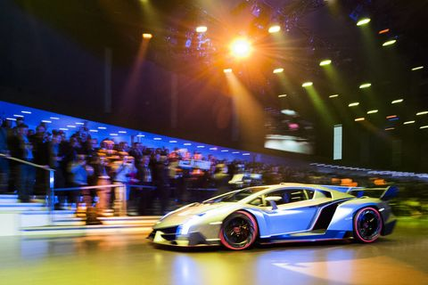 Tire, Wheel, Automotive design, Mode of transport, Vehicle, Land vehicle, Automotive lighting, Performance car, Rim, Supercar,