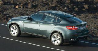 Tire, Wheel, Mode of transport, Automotive design, Automotive tire, Vehicle, Alloy wheel, Rim, Vehicle registration plate, Car,