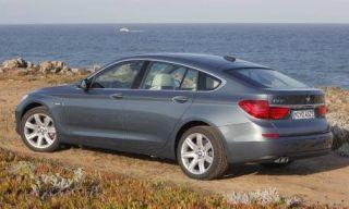 Tire, Wheel, Mode of transport, Automotive tire, Automotive design, Vehicle, Alloy wheel, Rim, Trunk, Spoke,