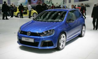 Motor vehicle, Tire, Wheel, Mode of transport, Automotive design, Vehicle, Land vehicle, Transport, Car, Alloy wheel,