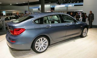 Tire, Wheel, Automotive design, Vehicle, Land vehicle, Alloy wheel, Spoke, Rim, Car, Automotive tire,